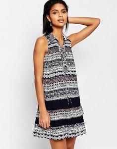 Платье с заниженной талией и кружевным принтом Moon River - Темно-синий