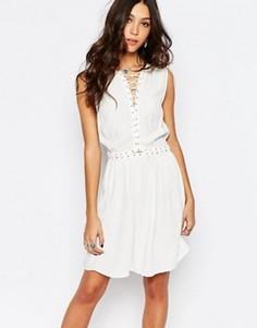 Короткое приталенное платье с люверсами First & I - Кремовый