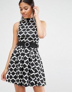 Платье с поясом, высокой горловиной и геометрическим принтом Love - Мульти