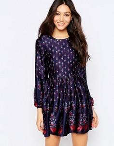 Короткое приталенное платье с длинными рукавами и цветочным принтом Mela Loves London - Темно-синий