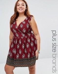 Короткое приталенное платье с принтом и завязкой сзади Yumi Plus - Красный