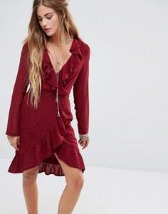 Чайное платье с запахом спереди и отделкой золотистыми заклепками Kiss The Sky - Красный