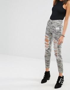 Камуфляжные джинсы в винтажном стиле с завышенной талией Missguided Riot - Зеленый