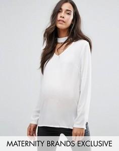 Шифоновый топ для беременных с чокером и глубоким вырезом Missguided Maternity - Кремовый