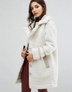 Пальто из искусственной замши с отделкой борг Urbancode - Бежевый