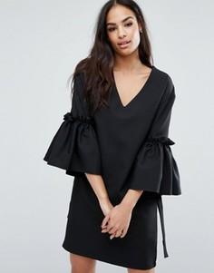 Платье с V-образным вырезом, расклешенными рукавами и завязками Boohoo - Черный