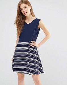 Платье с контрастными полосками на юбке и завязкой сзади Yumi - Темно-синий