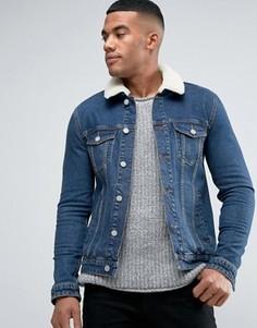 Джинсовая куртка скинни с воротником из искусственного меха ASOS - Синий