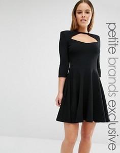 Короткое приталенное платье с вырезом спереди и короткими рукавами John Zack Petite - Черный