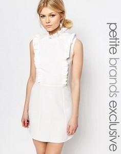 Короткое приталенное платье без рукавов с рюшами Alter Petite - Кремовый