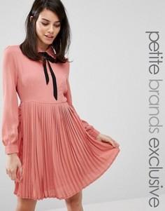 Короткое приталенное платье с галстуком‑бабочкой Fashion Union Petite Diana - Розовый