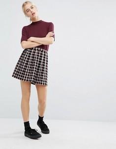 Клетчатая мини-юбка со складками Monki - Красный