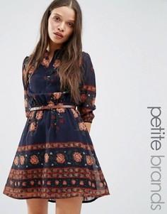 Платье с цветочным принтом и ремнем Yumi Petite - Темно-синий