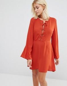 Приталенное платье с бантом Glamorous - Красный