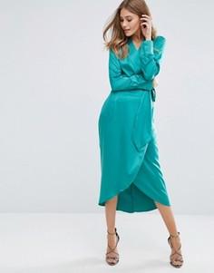 Атласное платье миди с запахом и завязкой Boohoo - Зеленый