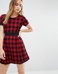 Короткое приталенное платье в клетку Wal G - Красный