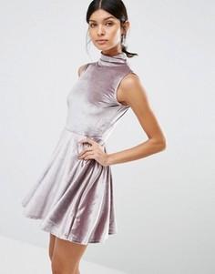 Бархатное короткое приталенное платье с высокой горловиной Love & Other Things - Фиолетовый
