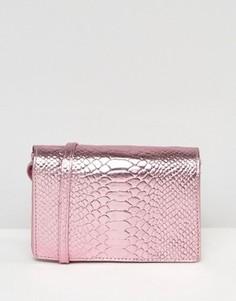 Кожаная сумка металлик через плечо с тиснением под змеиную кожу ASOS - Розовый