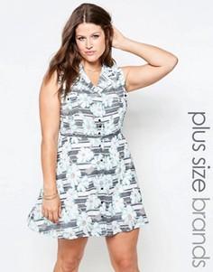 Короткое приталенное платье в полоску с цветочным принтом Yumi Plus - Мульти