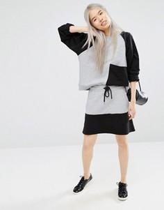Трикотажная юбка в стиле колор блок Monki - Серый