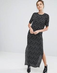 Платье-футболка в горошек с плиссировкой Glamorous - Черный