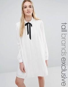 Плиссированное цельнокройное платье с завязкой Fashion Union Tall Diana - Кремовый