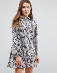 Платье-рубашка с принтом змеиной кожи QED London - Черный