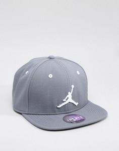 Серая бейсболка Nike Jordan Jumpman 619360-067 - Серый