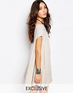Свободное платье-футболка с открытой спиной Rokoko - Розовый