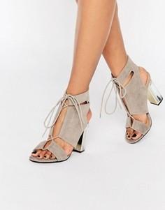 Сандалии на прозрачном каблуке со шнуровкой и вырезами Truffle Collection - Серый