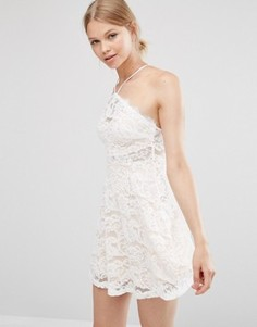 Кружевное короткое приталенное платье Love & Other Things - Белый