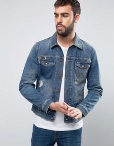 Синяя джинсовая куртка классического кроя с рваной отделкой и заплатками Wrangler - Синий