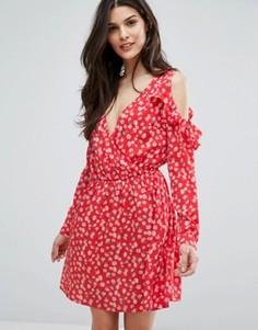 Платье с открытыми плечами, оборками и запахом Influence - Красный