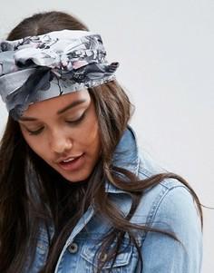 Широкий шелковистый головной платок с цветочным принтом ASOS - Мульти