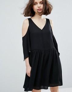 Платье с открытыми плечами Monki - Черный