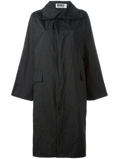 однобортное пальто Issey Miyake