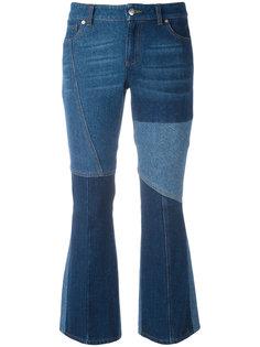 расклешенные джинсы с контрастными панелями Alexander McQueen