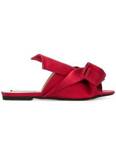 сандалии с элементом узла Nº21