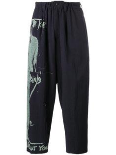 широкие брюки с принтом силуэта Yohji Yamamoto