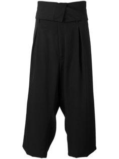 укороченные брюки с заниженной проймой Yohji Yamamoto