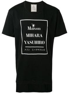футболка с принтом с логотипом Maison Mihara Yasuhiro