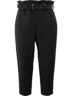 укороченные стеганые брюки с узором-елочкой Issey Miyake