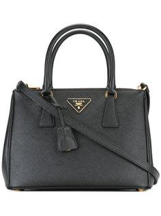 сумка-тоут с бляшкой с логотипом Prada