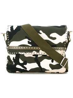 сумка-почтальонка с заклепками Valentino