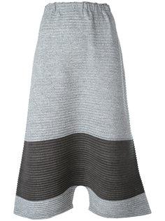 укороченные брюки с заниженной проймой Issey Miyake Cauliflower