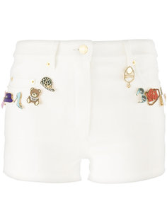джинсовые шорты со значками Moschino