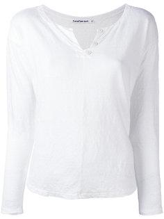 button collar T-shirt Transit