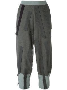 укороченные брюки с нашивками  Boboutic