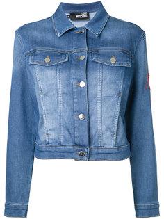 укороченная джинсовая куртка Love Moschino