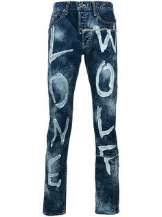 джинсы с имитацией надписей красками Maison Mihara Yasuhiro